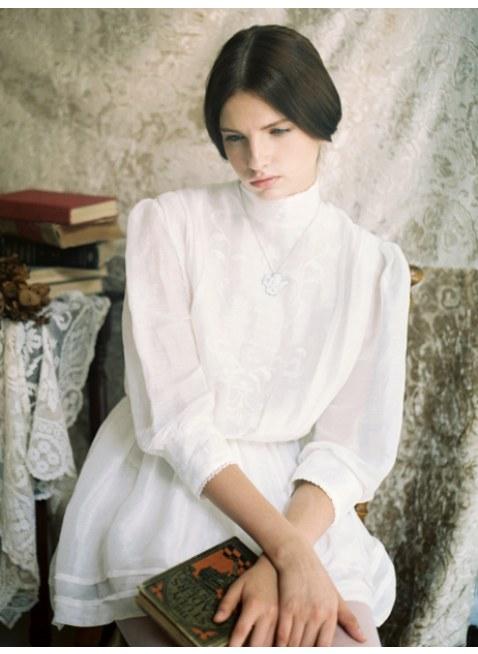 Unlogical Poem / 詩の刺繍 ビクトリア調ドレス